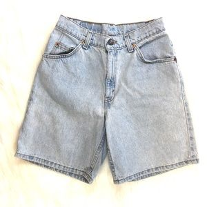 Vintage Levi's High Rise Relaxed Fit Size 5